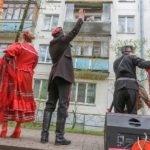 Более 40 концертов у домов ветеранов ВОВ провели в Одинцове творческие коллективы